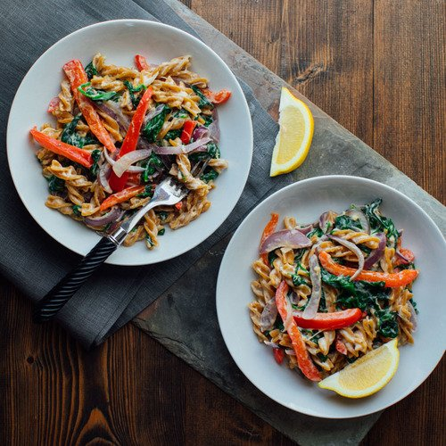 Chickpea Pasta with Spinach and Peppers