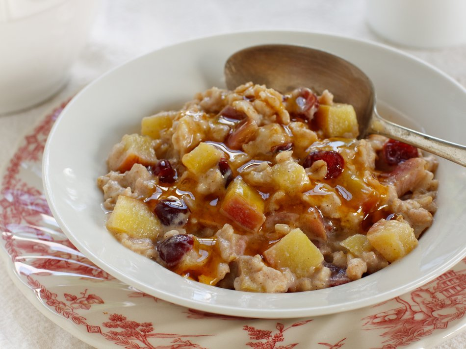 Fruited Oatmeal with Vanilla-Honey Yogurt