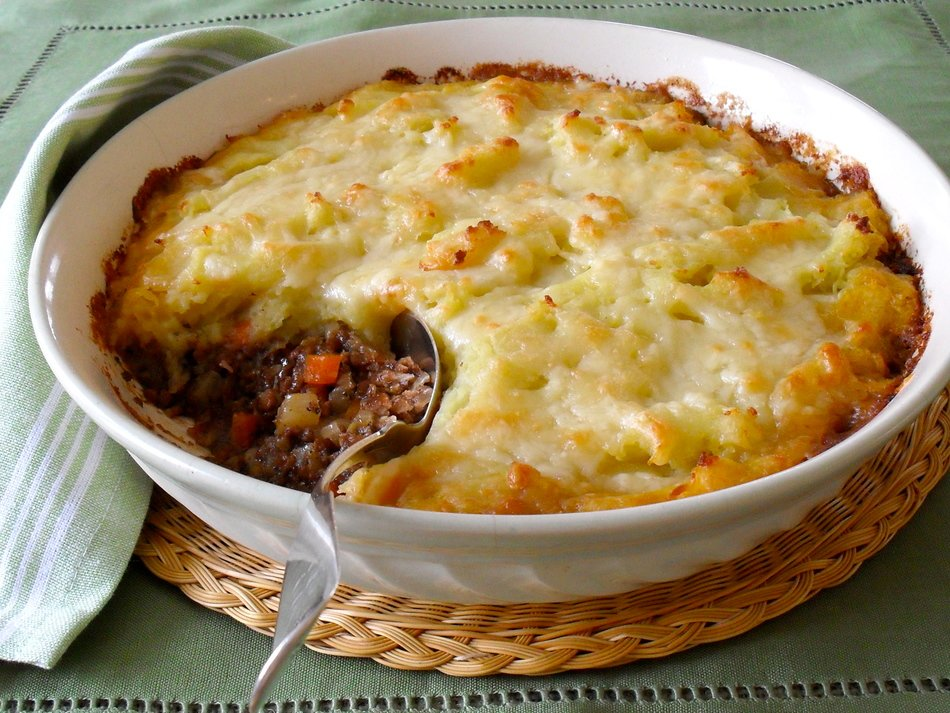 Shepherd's Pie with Cheddar Cheese Crust