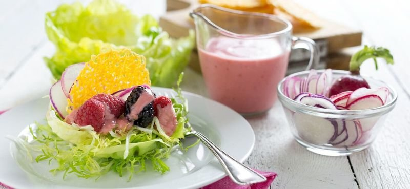 Berry Lettuce Cups with Cheddar Crisps and Raspberry Vinaigrette