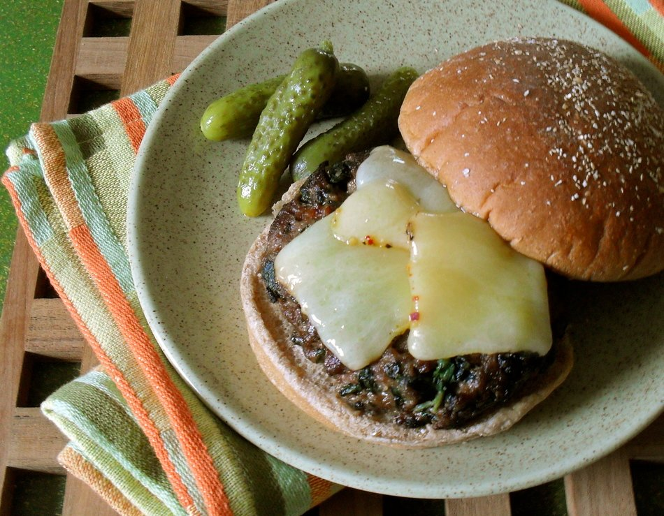Tuscan Cheddar & Spinach Burgers