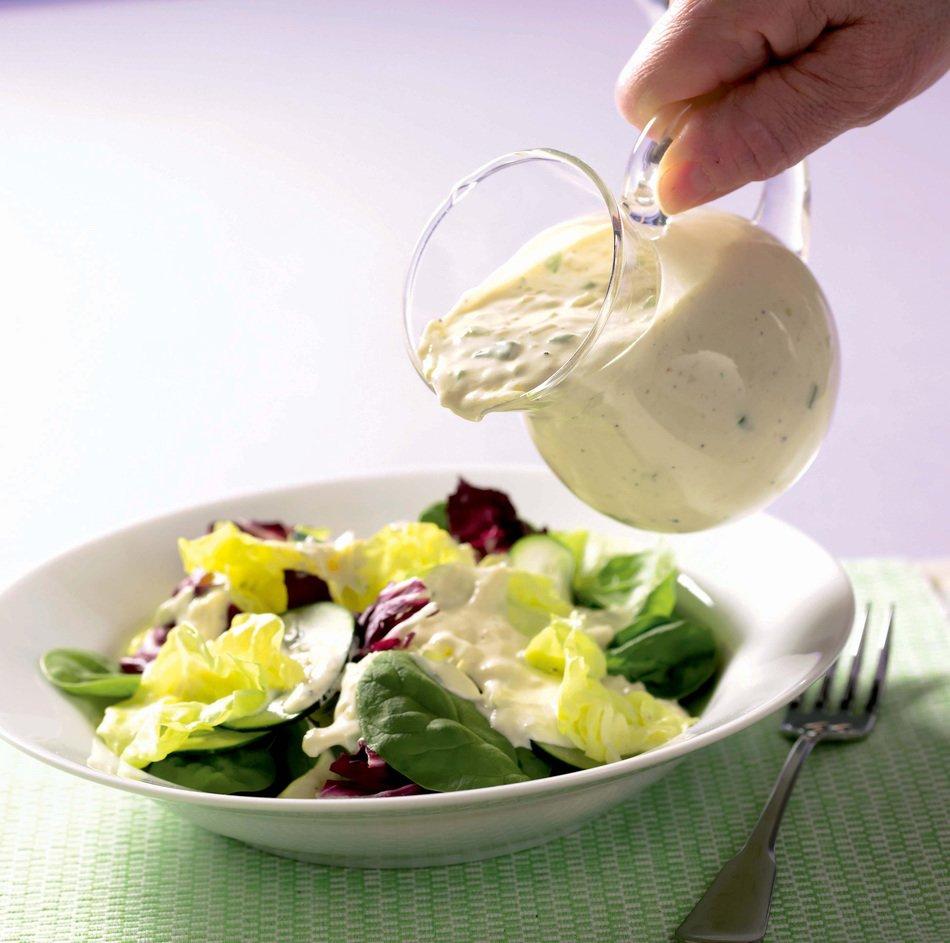 Creamy Cheddar Salad Dressing