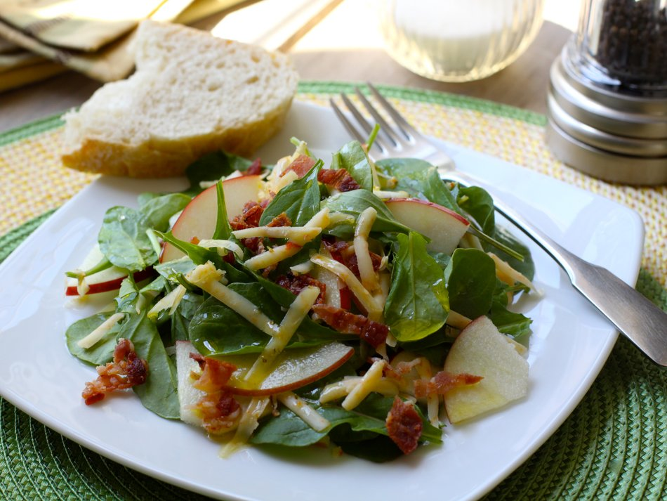 Spicy Arugula, Cheddar & Apple Salad