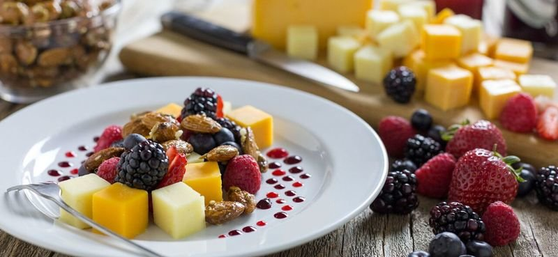 Extra Sharp Cheddar Plate with Mixed Berry Almond Crunch & Berry Sauce
