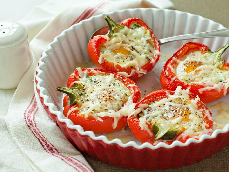 Eggs in Red Peppers